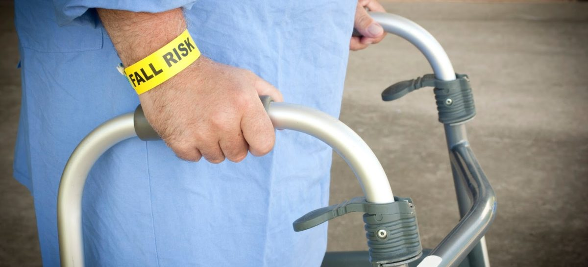 Tips for older people to prevent falls and fractures