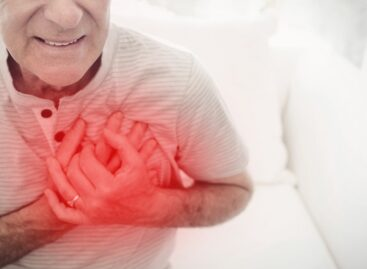 What is the difference between a heart attack and a sudden cardiac arrest?