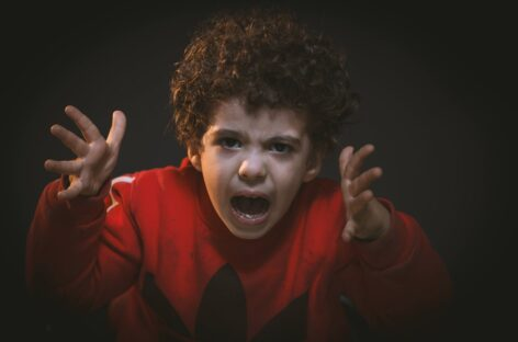 How to handle your child's tantrums